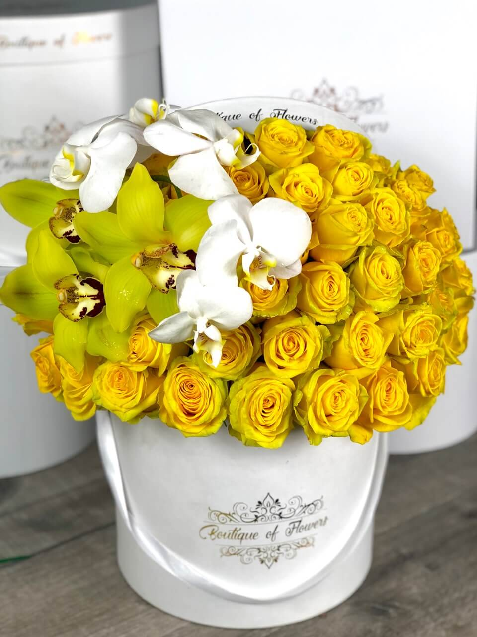 50 yellow rose with orchid round box